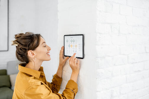 woman-controlling-home-with-a-digital-touch-screen-F2J8BGY