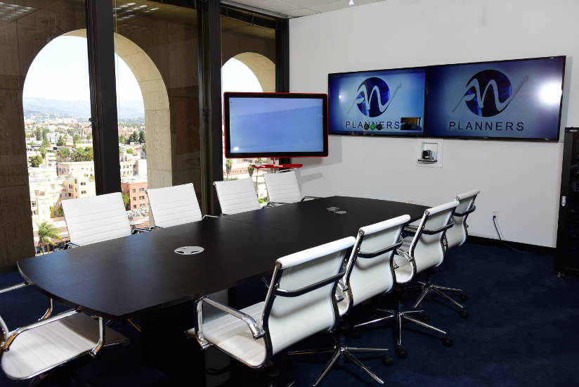 Meeting room with advanced audio-visual setup